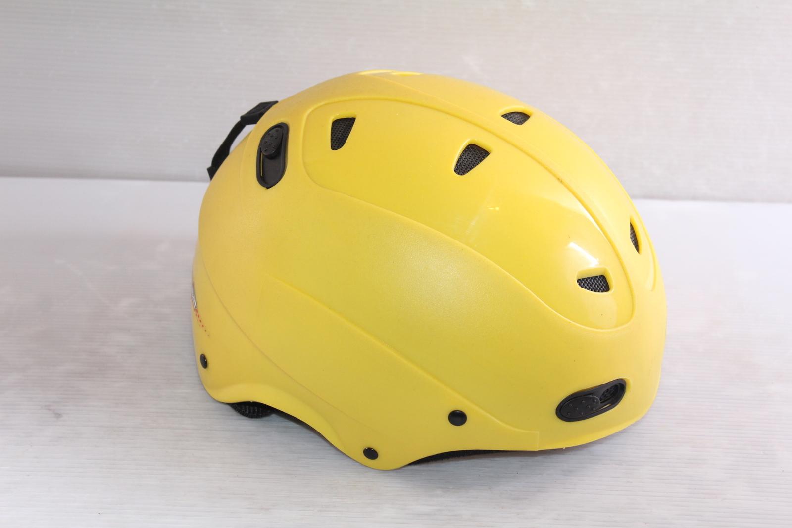 Lyžařská helma Decaff  vel. 56
