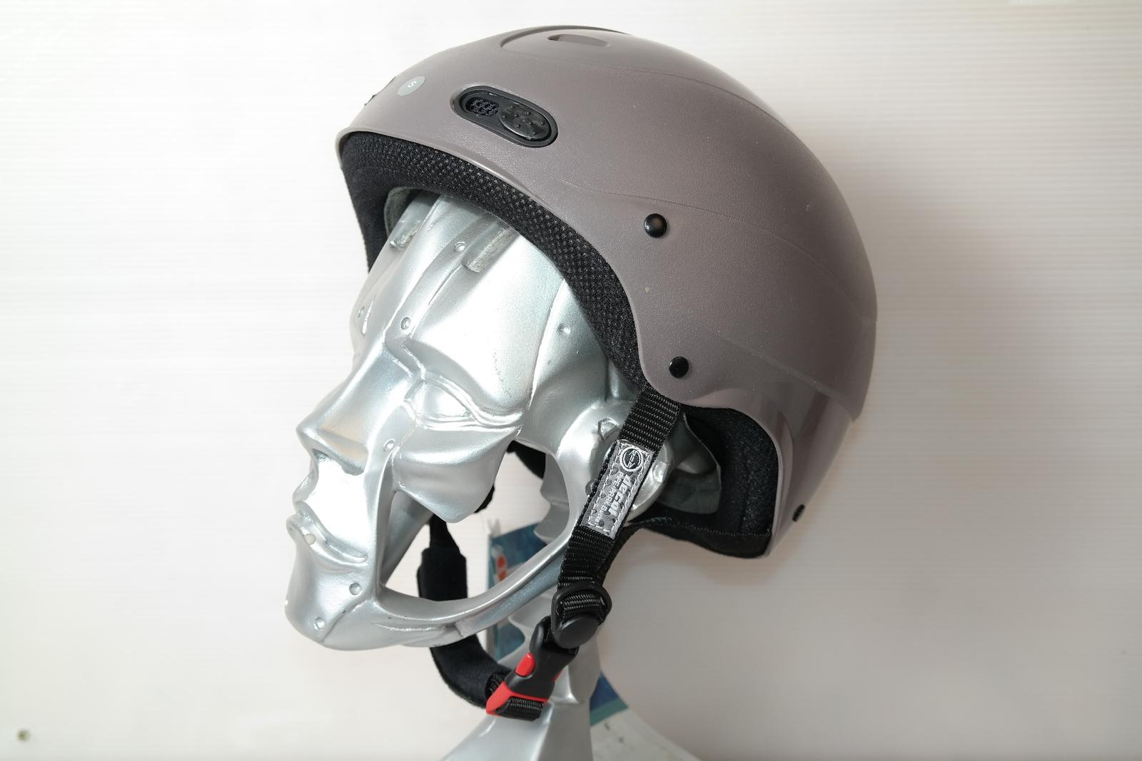 Lyžařská helma RED Decaff Java vel. 56
