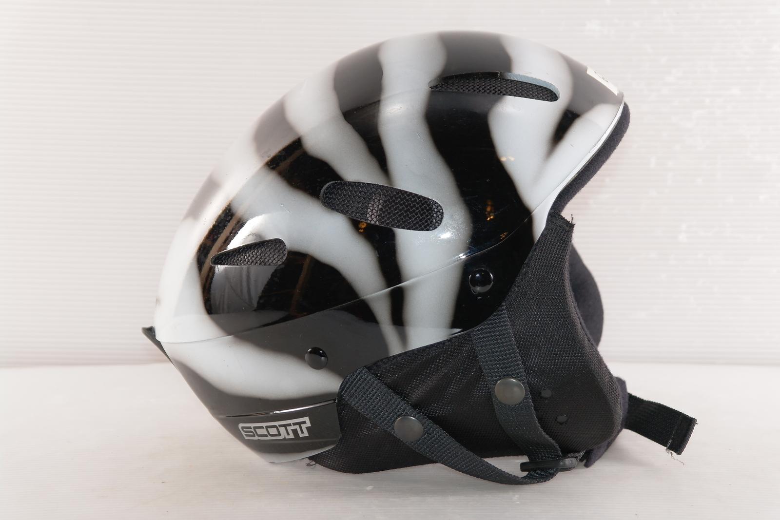Lyžařská helma Scott Zebra vel. 60