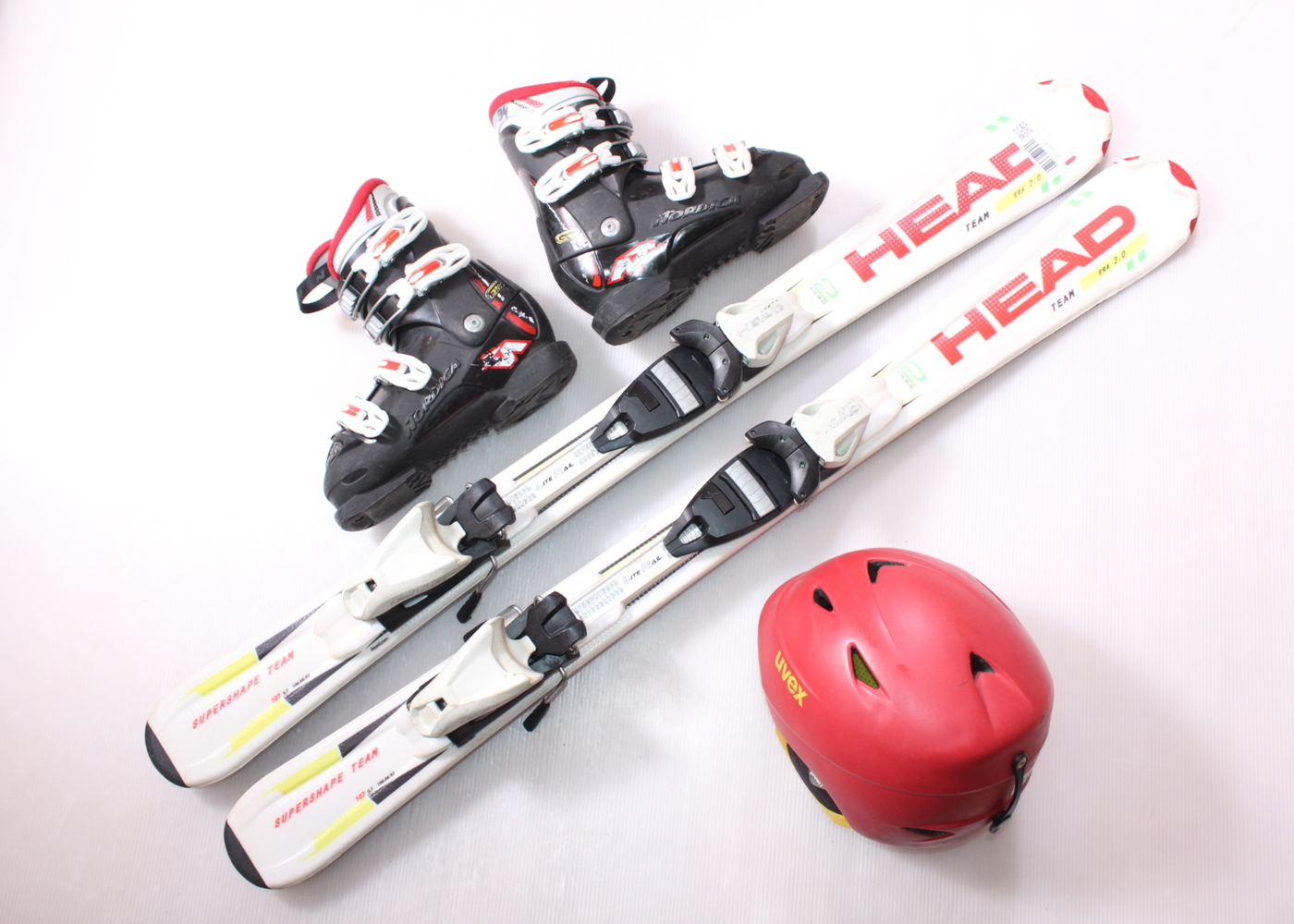 Dětské lyže HEAD SUPERSHAPE TEAM 107 cm + lyžáky  34EU + helma